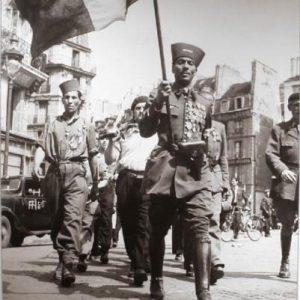 Tirailleurs nord africains place Maubert, lors de la libération de Paris (crédit : Jean Séeberger, Jean).